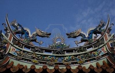 4080432-draghi-cinesi-sul-tetto-di-un-tempio-draghi-hanno-un-posto-speciale-nella-mitologia-cinese-tradizion